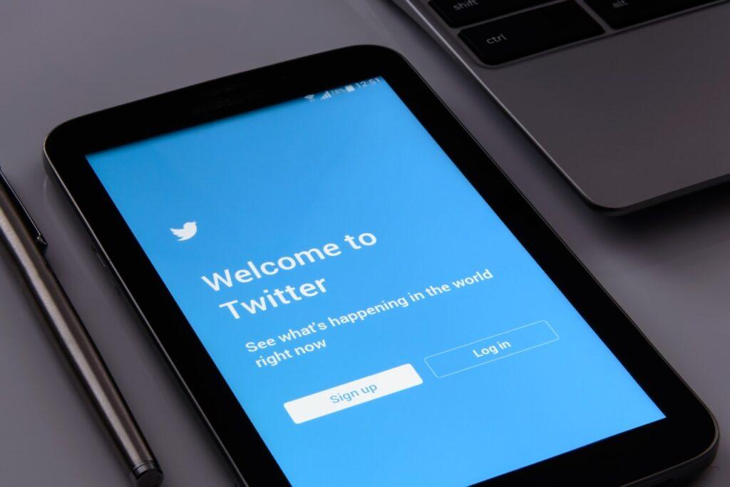 Twitter nuove regole di censura